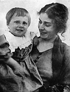 Августа Миклашевская с сыном Игорем, приблизительно 1920-1921 годы
