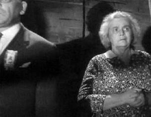 Августа Миклашевская в роли пожилой кубинки на улице, короткометражный фильм «Кубинская новелла», 1962 год