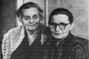 Августа Миклашевская и сестра поэта Екатерина Есенина (справа), год неизвестен