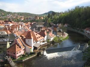 Вид с замка на город и речку Влтава