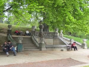 Лестницы в парке рядом с замком