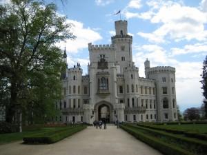Вид на замок Глубока с центральной алеи