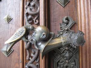 Оригинальная дверная ручка