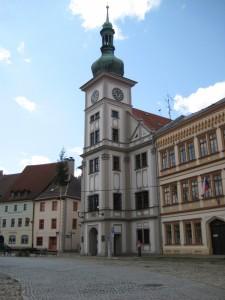 Городская ратуша на Рыночной площади Локета
