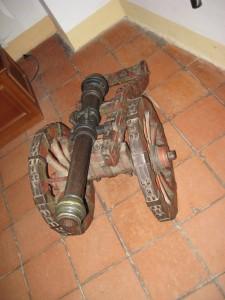Пушка фальконет сигнальная салютная в замковом музее