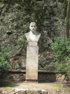 Памятник Йиндржиху Ванкелю - исследователю моравских пещер